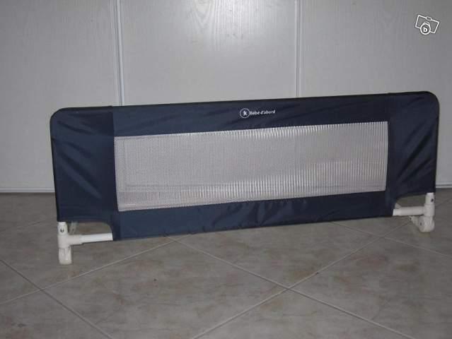 Barrière de lit bébé d'abord