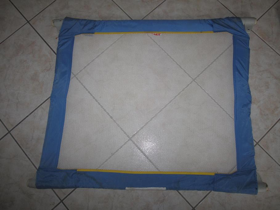 barriere de securite pliable tomy clic clac aukazoo. Black Bedroom Furniture Sets. Home Design Ideas