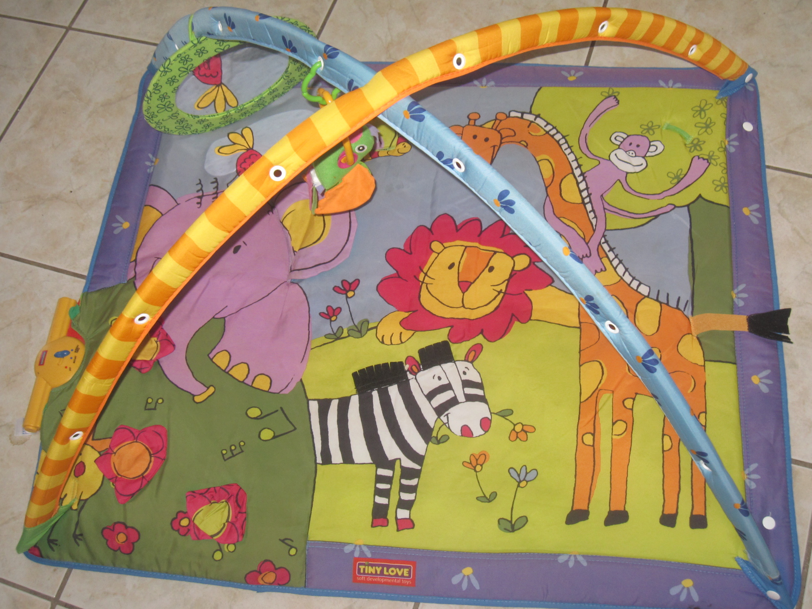 Tapis d veil avec arches tiny love musical zoo aukazoo - Tapis d eveil gymini super deluxe monkey ...