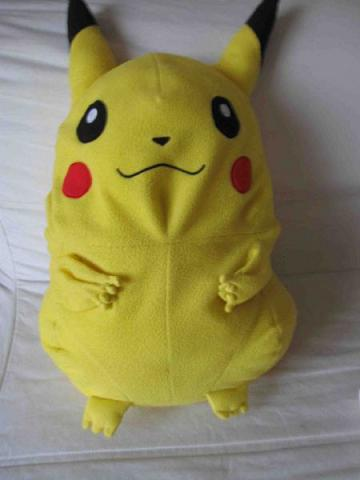 enorme peluche pokemon pikachu de 62cm aukazoo. Black Bedroom Furniture Sets. Home Design Ideas